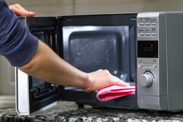 Limpia cada electrodoméstico adecuadamente